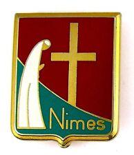 MEDAILLE INSIGNE BROCHE EMAILLÉE RELIGION CHRISTIANISME DIOCEZE DE NIMES