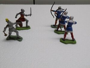 5 Britain's 1/32nd HK Knights from the 60's excellent painted archers