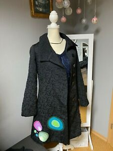 Desigual Mantel Größe 42  Schwarz mit bunten Muster