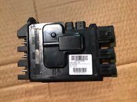 Module boitier électronique de batterie RENAULT Trafic 3 III, Vivaro 243501820R