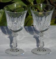 Val Saint Lambert - Lot de 2 verres à vin blanc en cristal taillé.