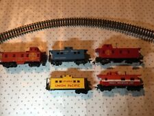 5 HO Freight Caboose Cars - See Photos For Condition - AS-IS