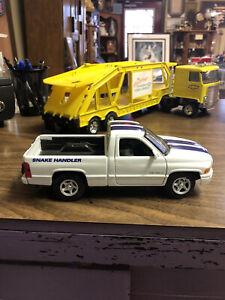 Dodge Ram 1500 V-8 Ss/T Snake Handler Pickup Truck 1/16 Scale