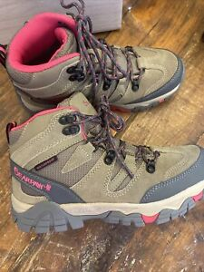Bearpaw Corsica Women's Hiking Boots Size 8 M . Tan . New In Box