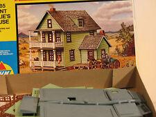 "AHM Minikits ""HO"" Aunt Millie's House 5885 Kit *** New***"