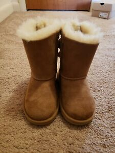 UGG AUSTRALIA T BAILEY BOW SIZE 9 TODDLER GIRLS CHESTNUT PRE-OWNED