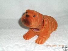Kleiner Wackelhund in rotbraun