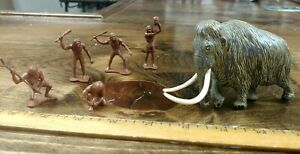 Invicta dinosaur model Woolly Mammoth painted version with a set of DFC cavemen