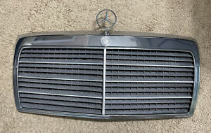 Mercedes-Benz 1986-93 W124 FRONT CENTER GRILL ASSEMBLY ORNAMENT STAR OEM