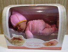Anne GEDDES BABY-Nature Babies-COLORE ROSA-circa 20 cm-PRODOTTO NUOVO IN SCATOLA ORIGINALE