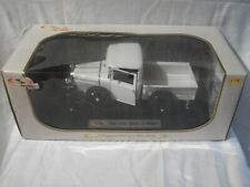 1:18 Diecast Car ~ Signature Models ~ 1931 Ford Model A Pickup ~ White