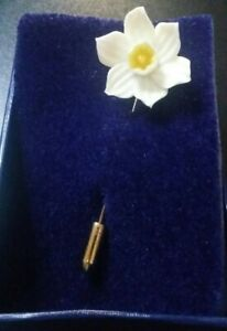 Aynsley Daffodil Yellow White Flower Hat Lapel Pin Brooch Ceramic Vintage Boxed