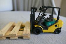 Yellow & Green Die Cast Komatsu 25  Forklift Fork Lift Pallet Truck Toy 1:24