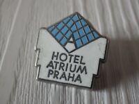 Pin's vintage épinglette Collector HOTEL ATRIUM PRAHA Lot T123