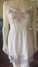 Señoras sin mangas Blanco E-vie Hermoso Vestido De Algodón Bordado de un tamaño en muy buena condición