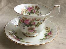 VINTAGE ROYAL ALBERT MOSS ROSE TEA CUP & SAUCER ottime condizioni