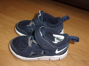 Nike Free Run 2 Navy Blue toddlers trainers size 5.5