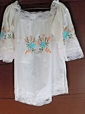 Vintage Mexican Floral Embroidered Peasant Blouse Ribbon Lace Cotton Blend EUC