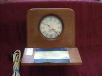 VINTAGE GENERAL TIME CORPORATION ELECTRIC CLOCK RUNNIG WELL