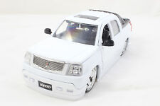 JADA LOPRO 2002 CADILLAC EXCALADE EXT WHITE 1/24 NEW WITOUT BOX DIECAST