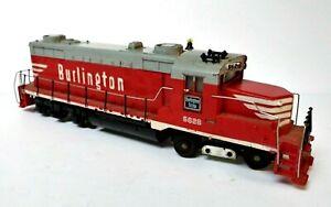 Vintage HO Train Mantua Tyco, 60's Burlington GP20 locomotive diesel, #5628