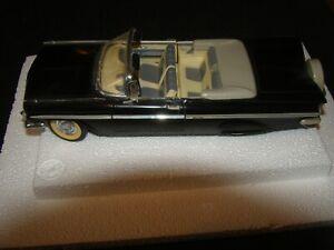 1959 Road Signature Chevrolet Impala 1:18 Diecast Car