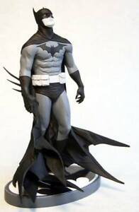 Batman Black and White Statue Jae Lee 3785/5200 DC Collectibles NEW SEALED