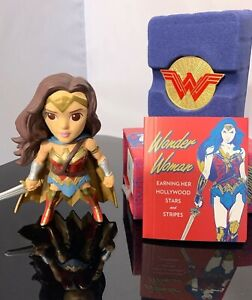 Jada Toys Wonder Woman Die Cast Figure NIB with Pin and Book Set
