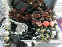 JOB LOT VINTAGE/MODERN  MIXED LOT JEWELLERY NECKLACES BRACELETS NICE LOT