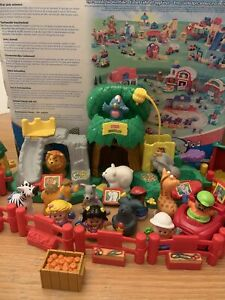 Fisher Price Little People Zoo Play Set with Animal Figures Ect (2005)