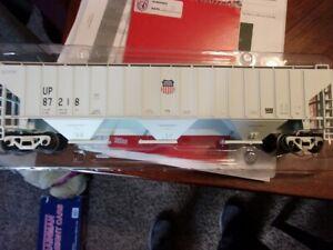 Atlas Union Pacific O Pullman Standard 3 Bay Hopper - Beautiful!