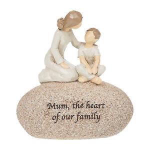 Stone Pebble Ornament Gift - Sentimental Wording - Mum Heart of our Family