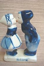 Vintage HOLLAND SOUVENIR Tiny Porcelain DELFT Blue & White KISSING COUPLE