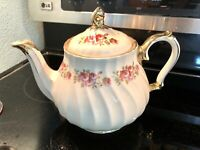 Vintage Sadler England Teapot Floral Rose Design w / Gold Trim  Beautiful