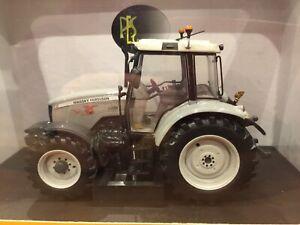 Massey Ferguson 5470 Universal Hobbies Tractor Model Limited Edition 1:32