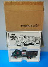 DTE 1/34 FIRST GEAR # 19-1096 RAILWAY EXPRESS AGENCY 1952 GMC STAKE TRUCK