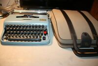 Underwood Olivetti Lettera 22 Typewriter Portable Manual Blue With Leather Case