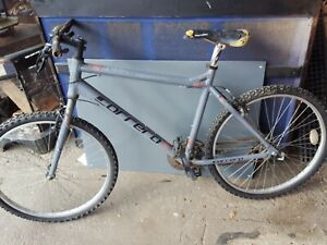 Carrera Axle Ltd Edition mountain bike 20""