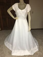 Alfred Angelo Wedding Dress Guessing Size 12 size tag missing see measurements