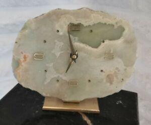 Große Uhr aus Onyx Kaminuhr Tischuhr auf Messingfuß
