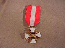 superbe    medaille  ordre de la couronne  d'italie en or