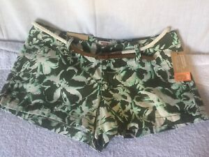 Mossimo Supply Co. Low Waist & Straight Hip Fit 6 Belted Shorts Juniors Size 7