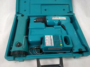Makita 6095D & ML902 Cordless Drill & Flashlight w/2 Batteries & Charger & Case