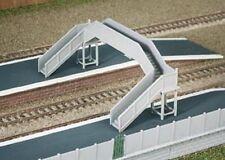 Ratio 222 - Twin Track Modular Concrete Footbridge N Gauge Plastic Kit -1st Post