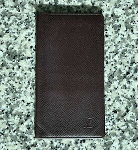 Stunning Authentic Louis Vuitton Taiga Acajou Leather Long Bifold Wallet
