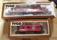 TYCO Santa Fe #5628 GP20 With Matching Caboose