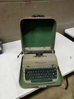 Vintage Remmington Quiet Riter Manual Typewriter W/ Travel Case Advocado Green
