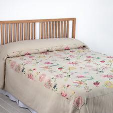 Édredons et couvre-lits multicolores avec des motifs Brodé