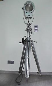 Scheinwerfer, Bühnenscheinwerfer auf höhenverstellbarem Stativ