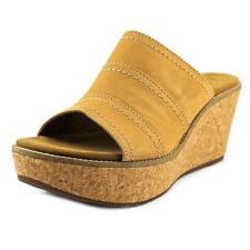 Sandali e scarpe plateau, zeppe beige Clarks per il mare da donna